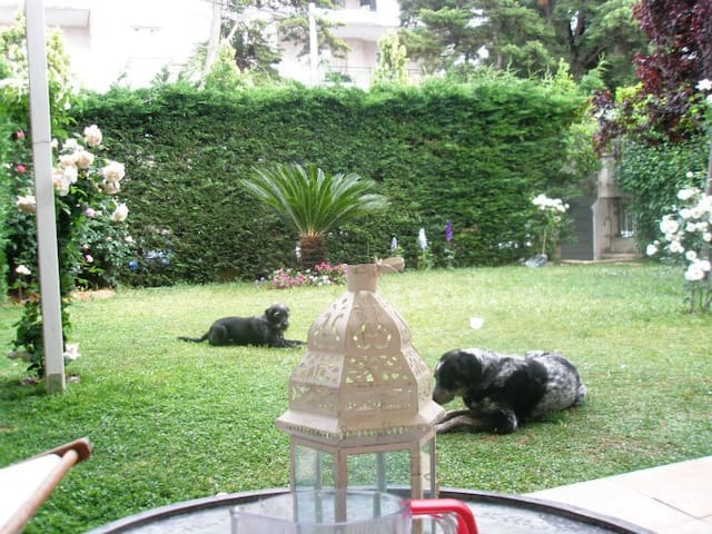 Beautiful apt with large garden - Kifisia - Lejlighed