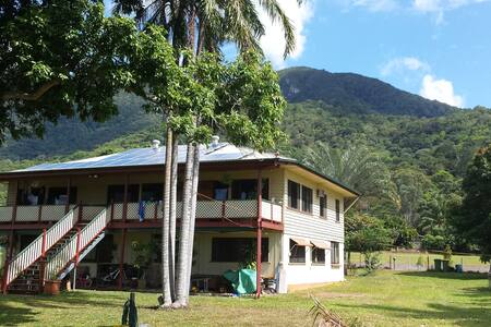 Majestic Mountains views in Queen Bedroom +Wi-Fi - Redlynch
