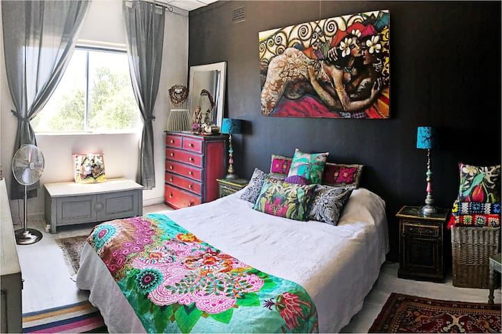 Spacious bedroom, Queen bed.