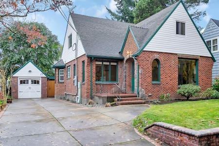 English Tudor in Prime Location - Portland - House