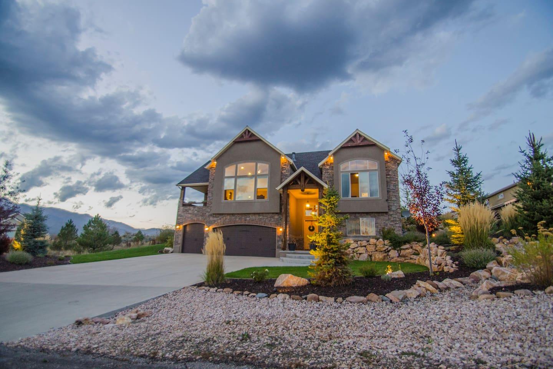 Eden VR Home - Mountain Luxury - Houses for Rent in Eden, Utah ...