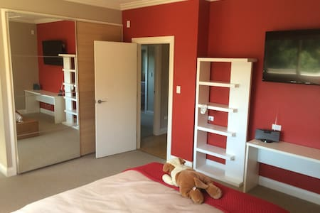 Spacious Executive comfort +ensuite - Hornsby Heights - Dům