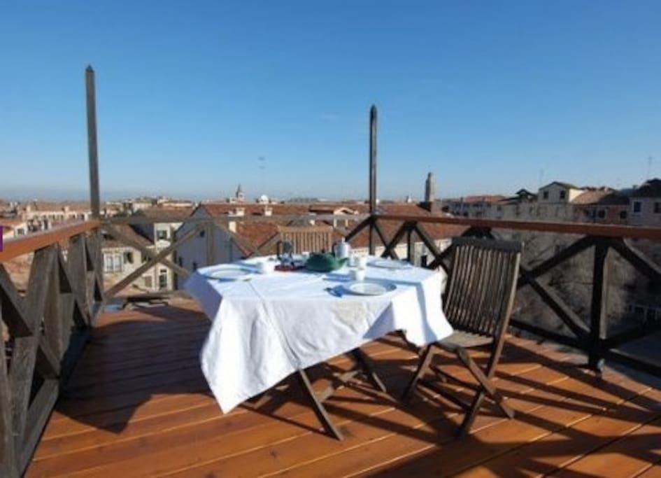 roof terrace in the ghetto flats for rent in venice veneto italy. Black Bedroom Furniture Sets. Home Design Ideas