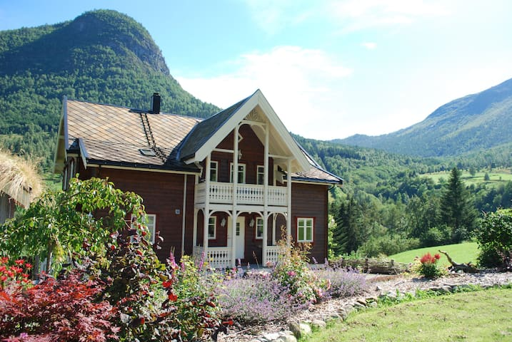 Froys hus - 5 bedrooms - Fresvik - Villa