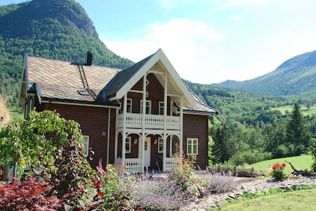 Froys hus - 5 bedrooms - Fresvik