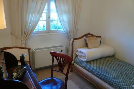SINGLE LOUIS XV BEDROOM ON HILLS - Saint-Leu-la-Forêt