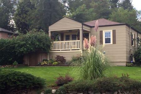 Seattle Garden Guesthouse apartment-size B&B Oasis - Seattle - Bed & Breakfast