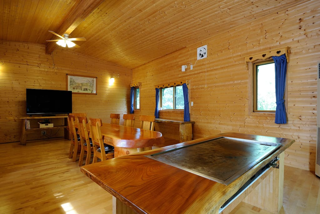 Big Living room with real Teppan Yaki Table !! 本格的鉄板焼テーブルのある広々リビング