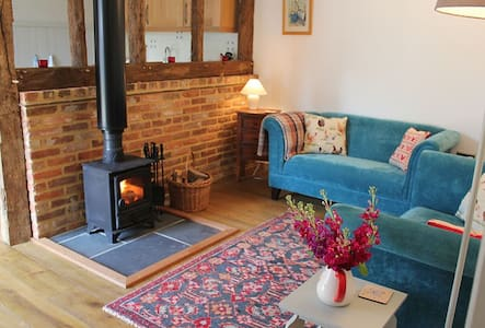 The Stables, luxury country cottage nr Winchester