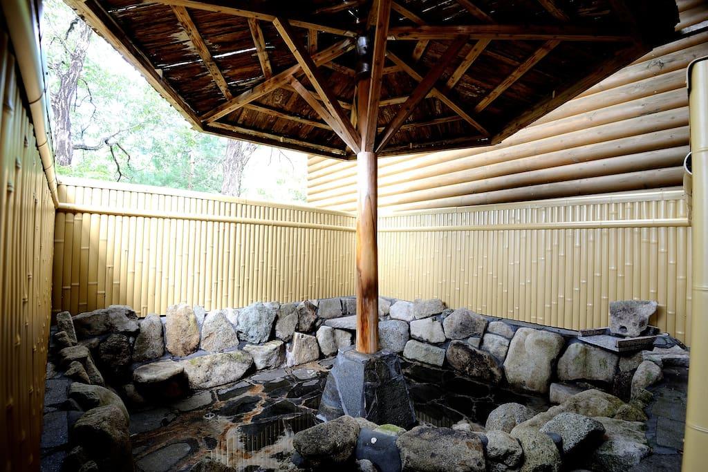 Open-air bath 露天風呂