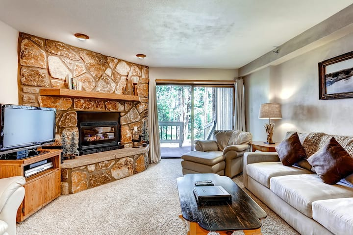 Marvelous mountain villa w/ shared hot tub & free WiFi - close to everything!