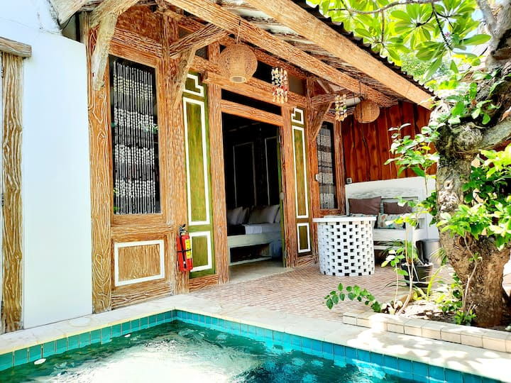 "Jawa House, private deluxe Villa with Pool ""Wangi"""