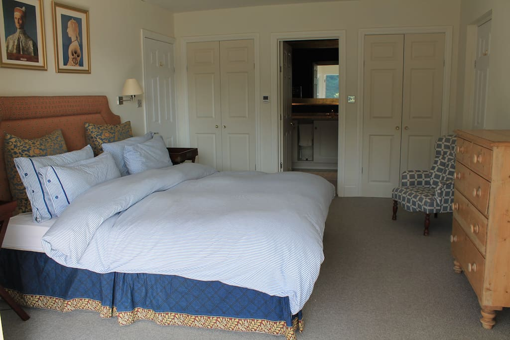 Superking bed with luxury en-suite