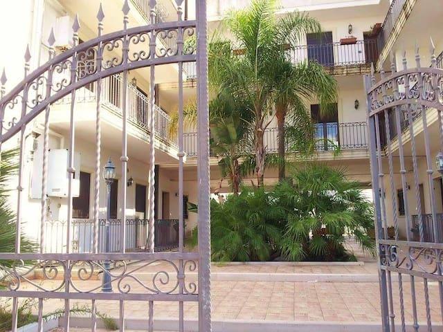 Salento, Lecce, 2.5 km from app.to - Lizzanello - Apartment