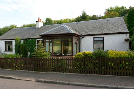 Catalan Cottage ensuite with porch - Tillicoultry
