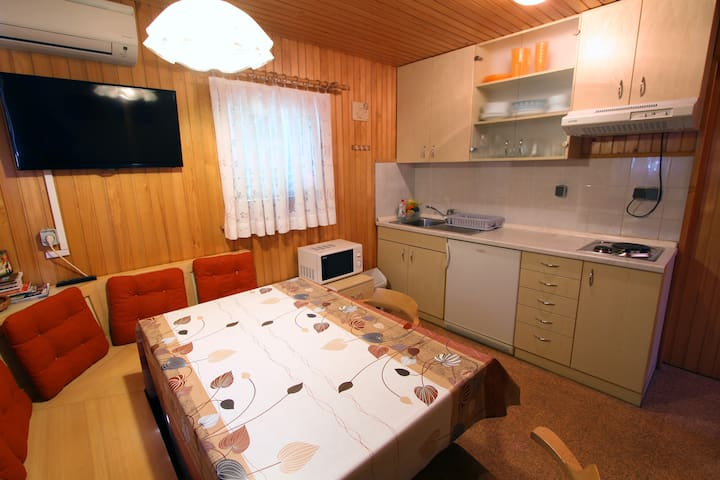 "Apartment ""Beekeepers house""-FREE POOLS PARK ENTRY - Podčetrtek - Cabana"