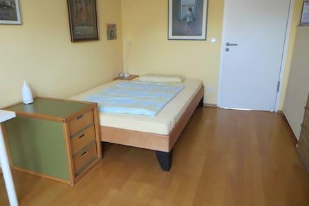 Helles, ruhiges Zimmer in Bornheim-Mitte - 法蘭克福 - 公寓
