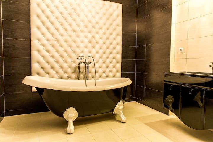 Luxury 3 bedrooms apartment in Riga