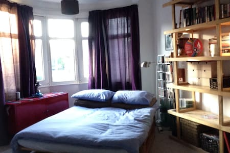 Stylish, bright & spacious room - Orpington