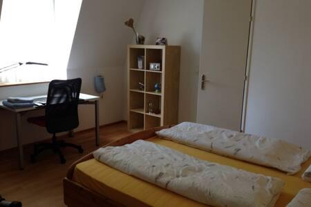 Gros. Privatzimmer/1-Zi. Wohnung in schönem Haus - Winterthur - Rumah