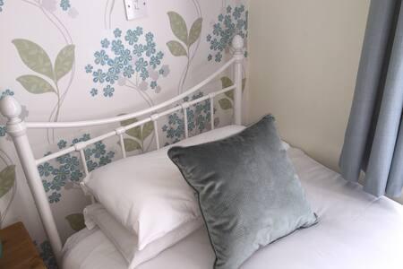 Pretty Twin Room - Kilkenny