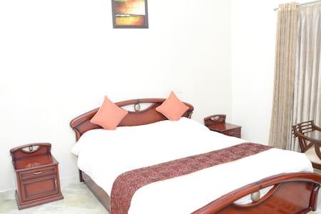 NAMASTE THE  RED ROOM - Nuova Delhi - Bed & Breakfast