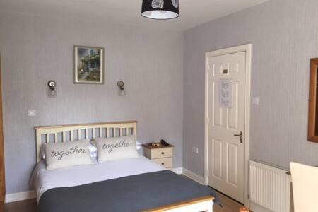 Ground floor, ensuite triple room - Kilkenny