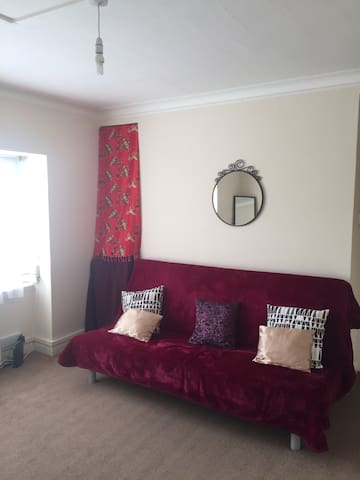 Large double bed sofa - Wembley - Διαμέρισμα