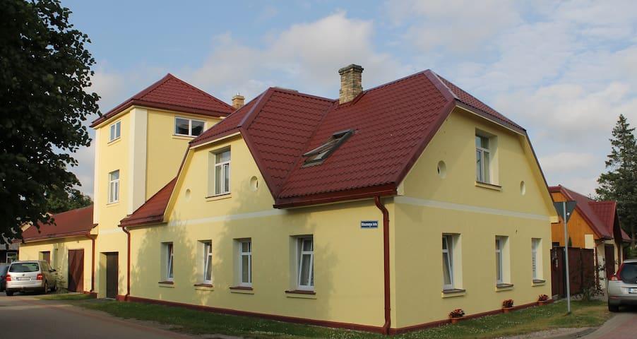 Трехкомнатная квартира с камином - Ventspils - House