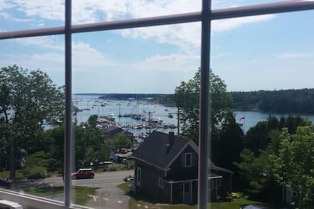 Expansive Harbor Views on Main St. - Southwest Harbor - Lägenhet