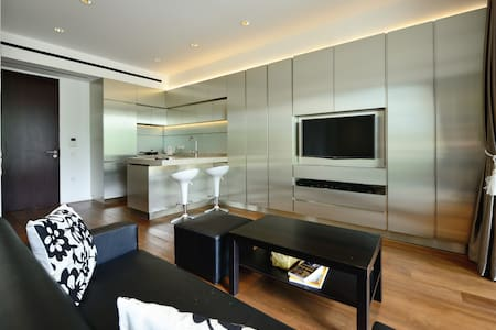 SUITE-LIKE APARTMENT AT ORCHARD RD - Ház