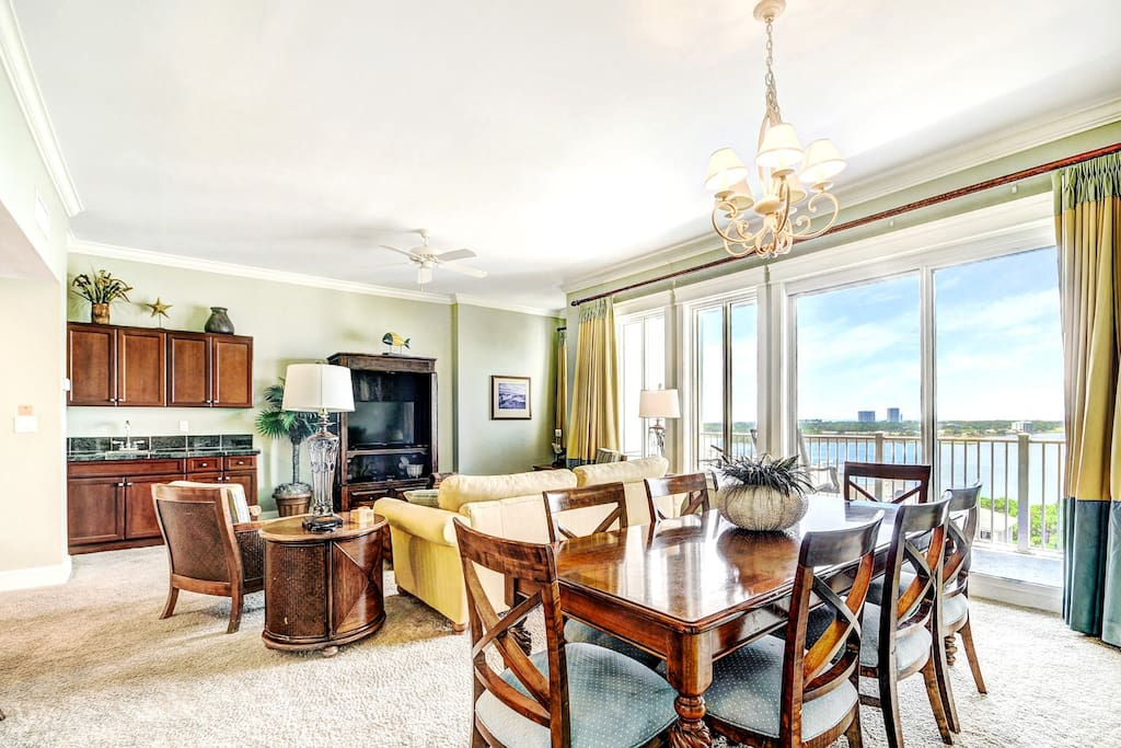 Floor to Ceiling Views from Living/Dining areas!