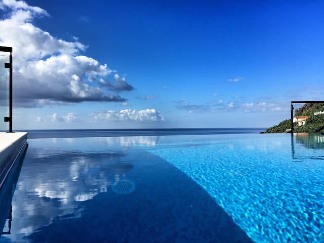 Infinity Pool above the Sea - Ponta do Sol  - Casa