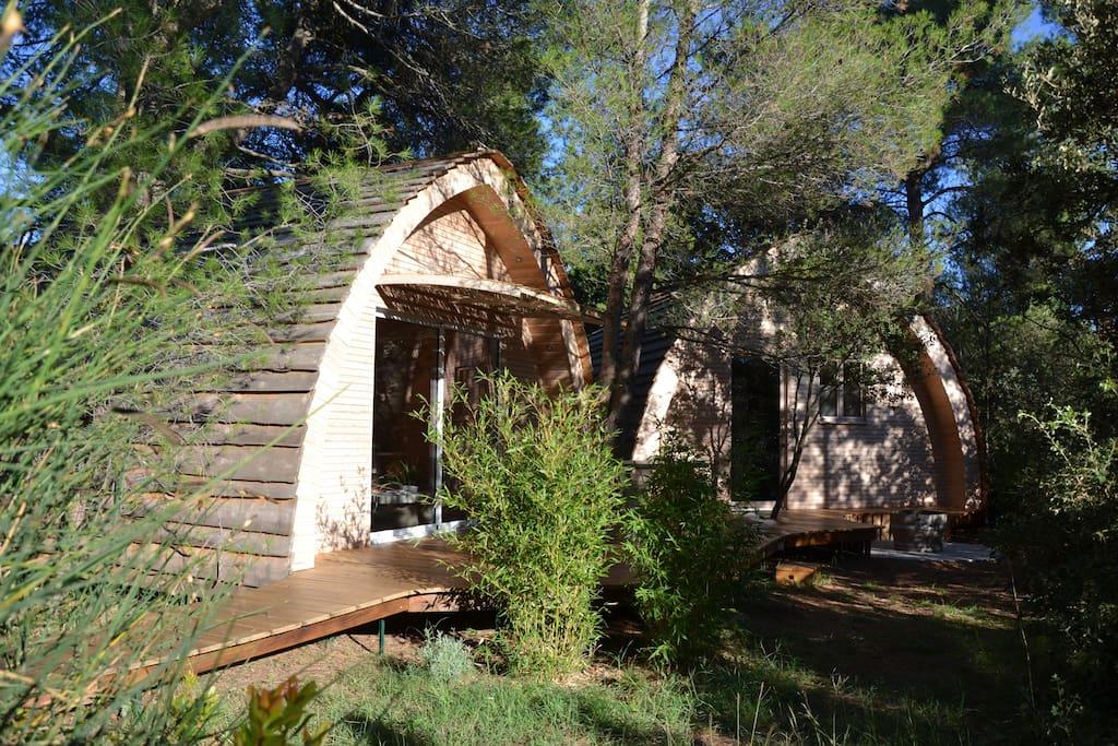 h bergement insolite tt confort cabanons jour nuit cabanes dans les arbres louer mazan. Black Bedroom Furniture Sets. Home Design Ideas