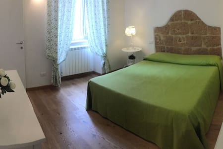Apartment with terrace in the centr