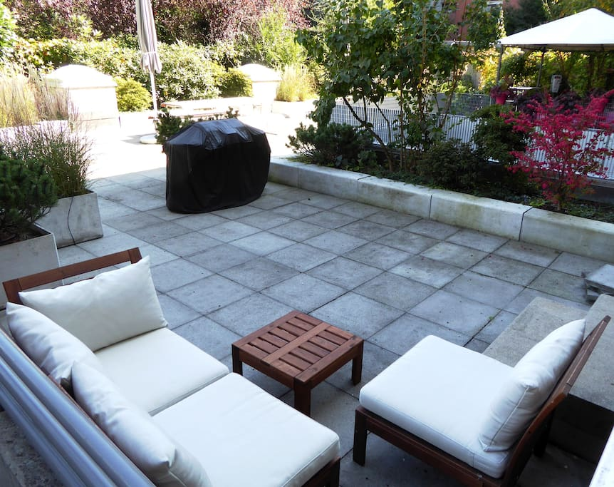 Gorgeous private patio for energetic mornings or relaxing afternoons...