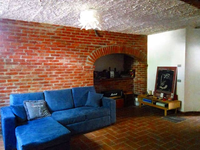 Penny's house, beautiful basement flat near Lucca