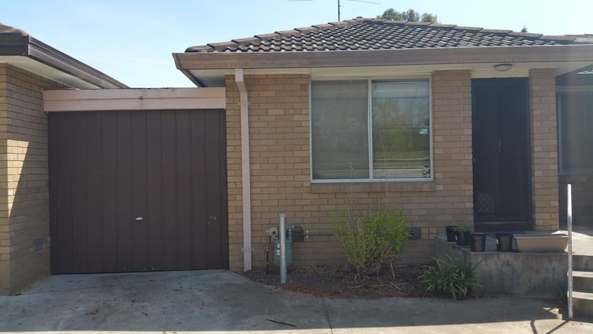 Private room 8 Kms from CBD - Maribyrnong