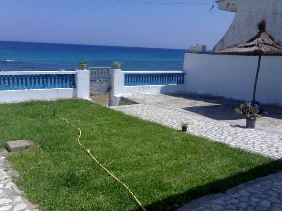 Maison pieds dans l 39 eau houses for rent in k libia for Augmenter pression eau maison