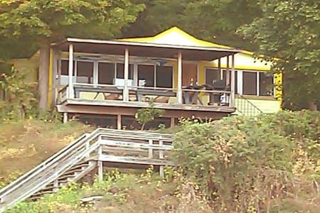 Cayuga E Shore Rustic Cottage wlchr