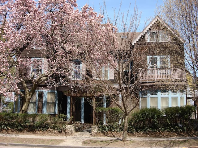 Magnolia House - Staten Island - Bed & Breakfast
