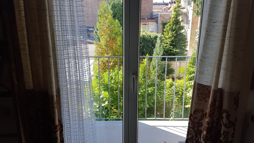 3 Room Appartment close to City and Messe