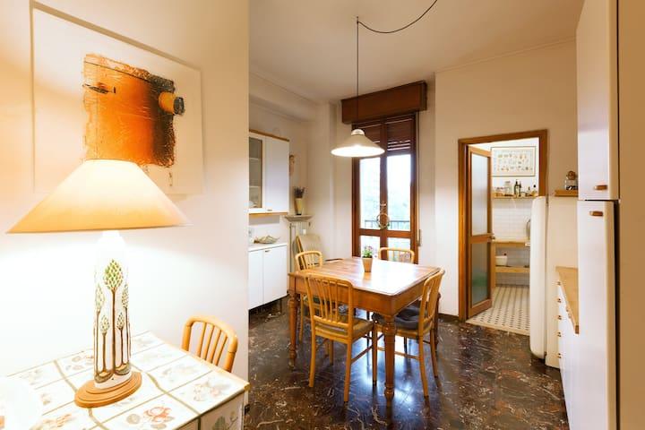 Camera singola con bagno privato in centro storico - Reggio Emilia - Apartment