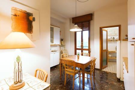 Camera da letto con bagno in centro storico - Reggio Emilia