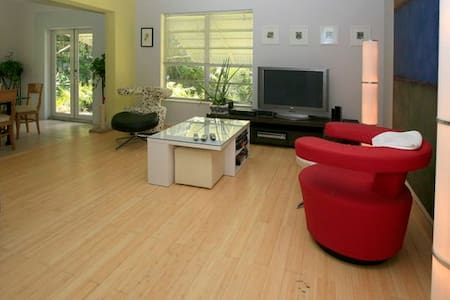 spacious house, good atmosphere - Biscayne Park - House