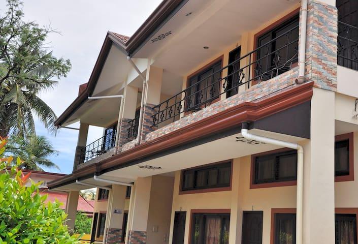 Pal-Watson Apartments 6