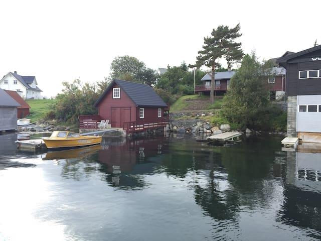 Koselig hytte med naust ved sjøen - Kvinnherad - Cabin