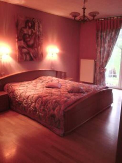 Chambre spacieuse et tr s lumineuse maisons louer for Louer chambre sans fenetre