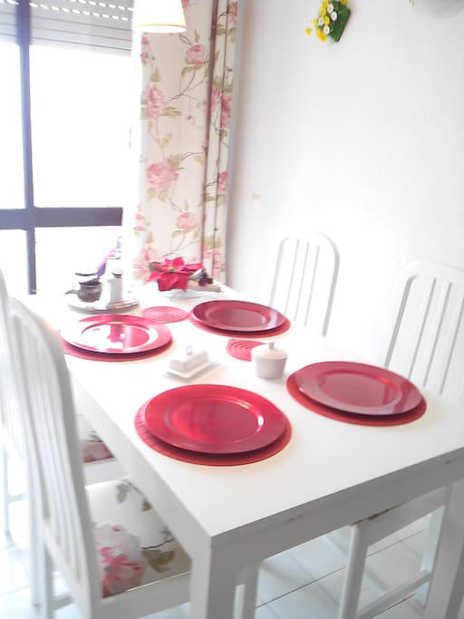 Dining table, all cutlery provided