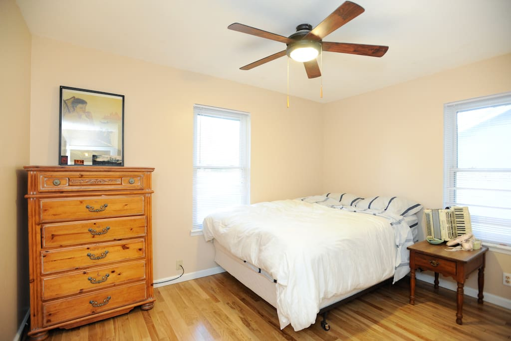 2 bedrooms equipped with extremely comfortable memory foam queen sized beds. Spare bedroom provided with air mattress and bedding upon request .